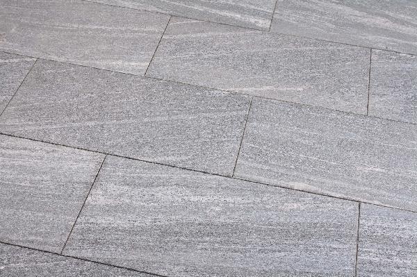 Dalle granit BIASCA flammée brossée light 40 80cm Ep.20mm
