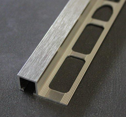 Finition carré alu brossé 2,5m H.10mm