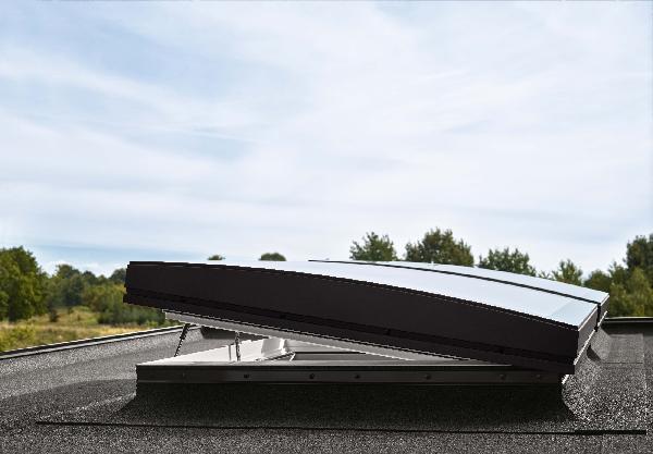 Fenêtre motorisée pour toit plat CVP 0573Q 90x120cm