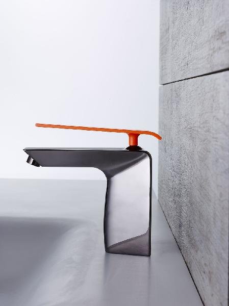 Mitigeur lavabo BOOMERANG nickel et orange