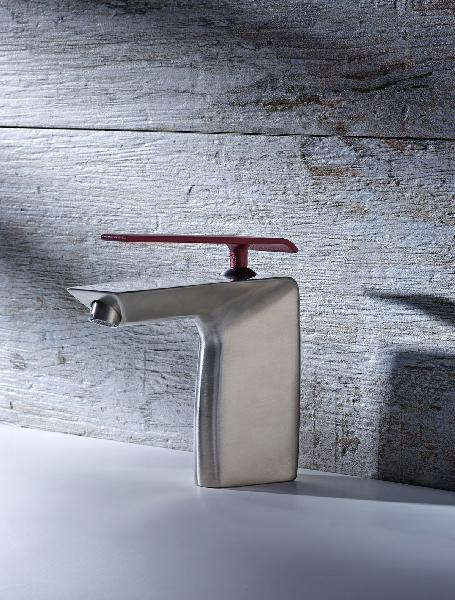 Mitigeur lavabo BOOMERANG nickel et rouge pourpre