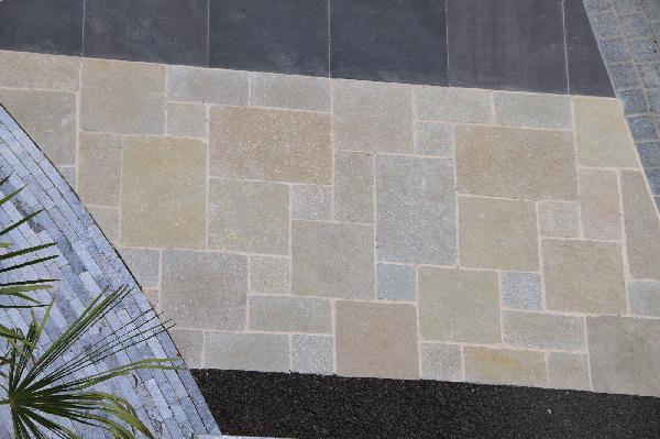 Dalle calcaire ATLANTA multiformats opus romain A clivé beige Ep.30mm