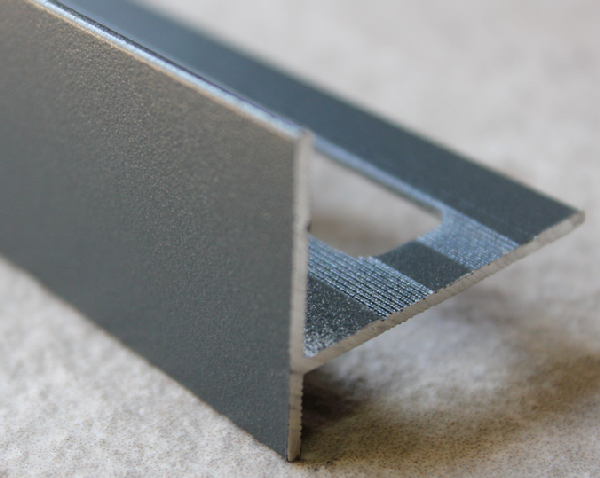 Nez de marche alu sablé gris anthracite (ral7016) 250mm H.31mm Ep.21mm