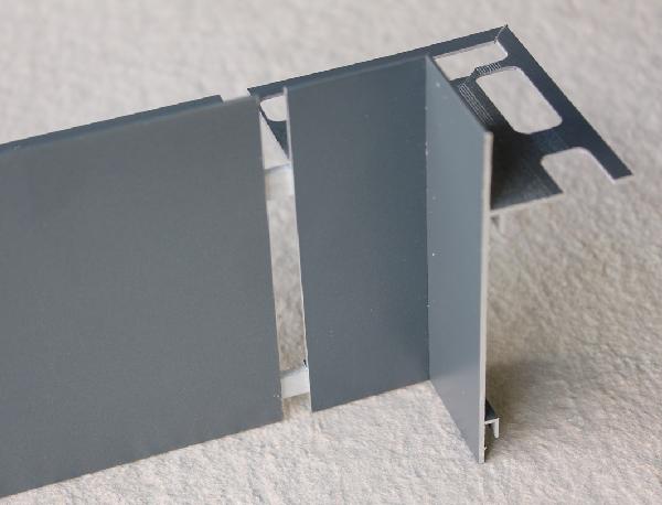 Embout interne pour profilé alu sablé anthracite H.82mm Ep.21mm