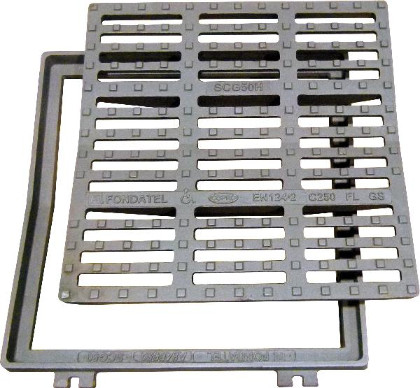 Grille fonte carrée concave PMR SCG 50 C250 570x530-455x455