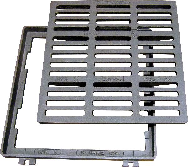 Grille fonte carrée plate PMR SFG 60 C250 665x625-550x550