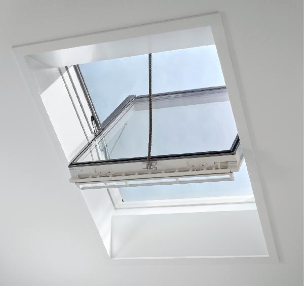 fenetre de toit ggu integra solaire 005730 tout confort uk08 134x140cm. Black Bedroom Furniture Sets. Home Design Ideas