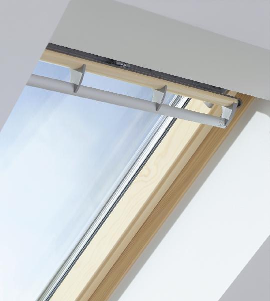 Fenetre de toit ggl 3057 tout confort uk04 134x98cm for Velux italia spa