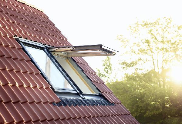 fenetre de toit gpl 3057 tout confort sk06 114x118cm. Black Bedroom Furniture Sets. Home Design Ideas